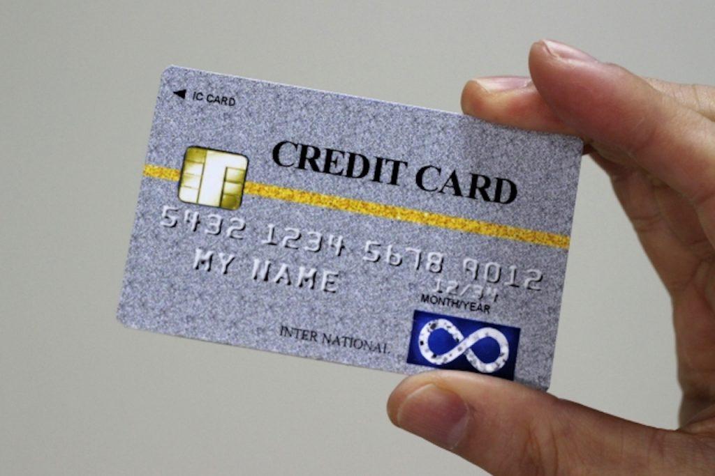グレーのクレジットカード